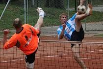 Ani tato úspěšná smeč Martina Müllera nepomohla vyškovským nohejbalistům k vítězství v úvodním duelu extraligového čtvrtfinále.