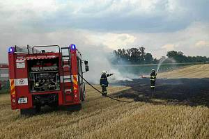 Požár pole. Ilustrační foto.