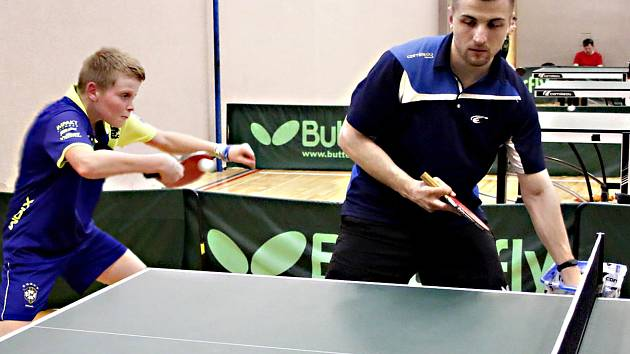 Šéftrenér krajského mládežnického centra stolního tenisu pod KST Dragon Vyškov Antonín Srna při tréninku.