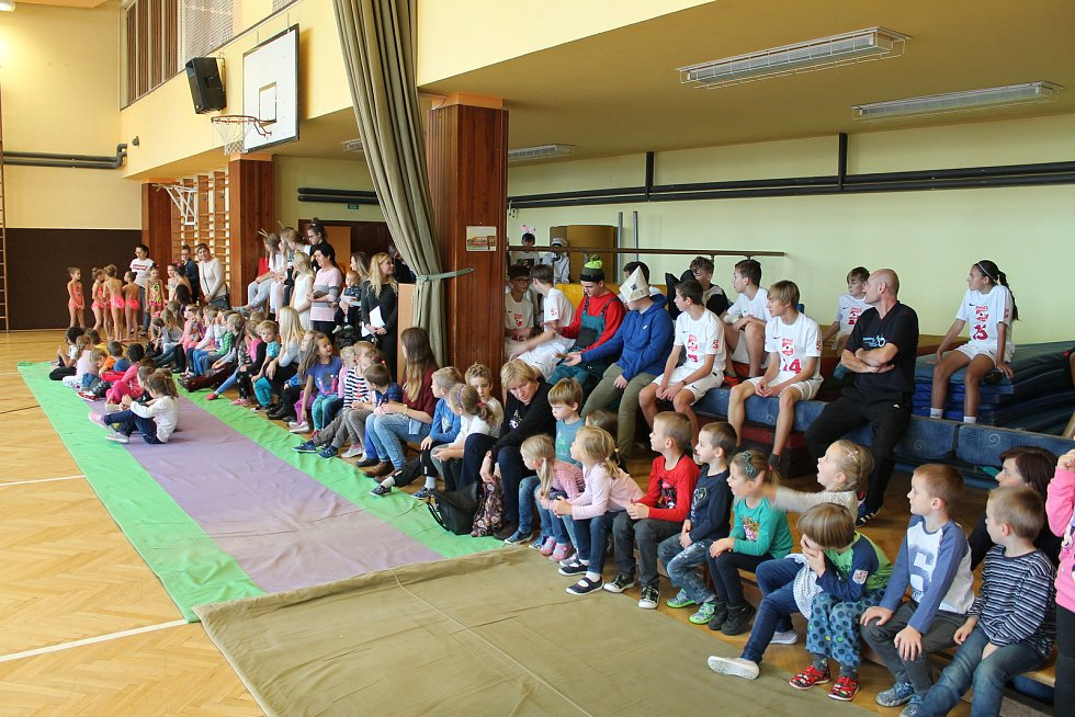Pro děti připravili program i ve školní tělocvičně.