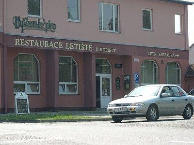 Křižovatka u restaurace Letiště U Kopinců.