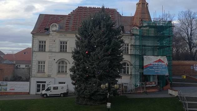 Střecha na Společenském centru Bonaparte bude hotová do konce roku.