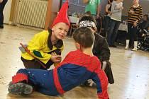 Na drnovickém karnevalu děti čekaly místo tomboly odměny za účast v hrách a soutěžích.