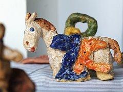 Výstava výtvarného oboru představuje v Ivanovicích na Hané práce dětí i dospělých.