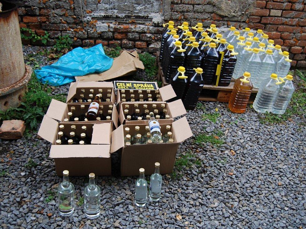 Celníci odhalili na Vyškovsku sklad nelegálního alkoholu.
