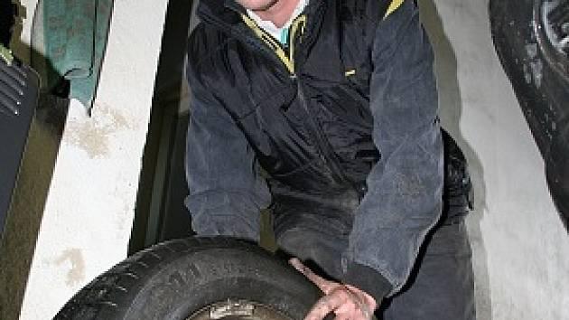 Výměna letních pneu za zimní.