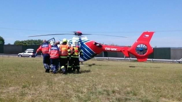 Spolujezdkyně motorkáře se těžce zranila u Vyškova.