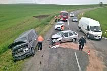 Pouze preventivní odvoz do vyškovské nemocnice si vyžádal středeční ranní střet dvou aut u sjezdu z dálnice D1 nedaleko Rousínova. Předběžná škoda je podle vyškovské policejní mluvčí Alice Musilová nakonec bezmála sto tisíc korun.