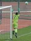 V sedmém kole Moravskoslezské ligy remizovali fotbalisté MFK Vyškov (bílé dresy) s FC Hlučín 1:1.