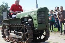V muzeu v Hošticích-Herolticích představili návštěvníkům novodobější způsob hospodaření s použitím traktorů a nářadí i ukázku polních prací našich předků s koňmi.