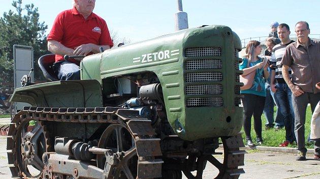 Návrat do dětství: Už ve dvanácti jsem jezdil s traktorem, vzpomínal muž v muzeu