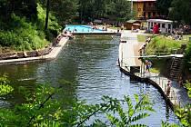 V přírodním koupališti U Libuše v Lulči se lidé koupou už od třicátých let.