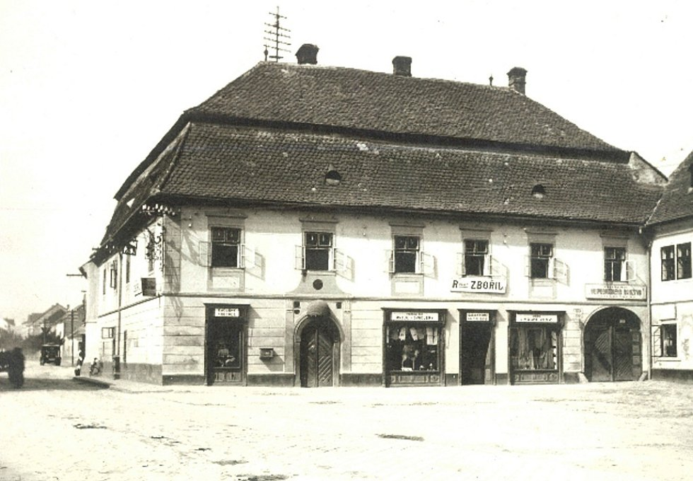 Zájezdní hostinec U zlatého lva v Rousínově č.p. 1 v roce 1930.