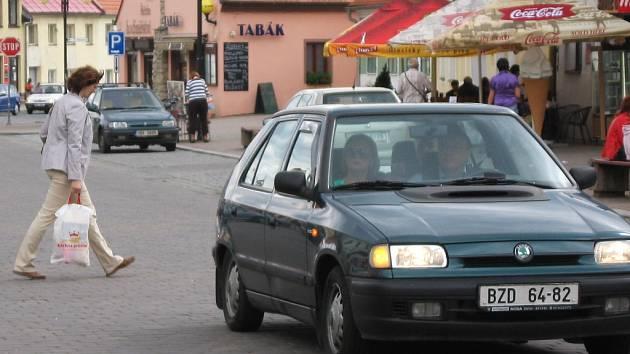 Obyvatelé Slavkova u Brna si nejvíc stěžují na hustý provoz na Palackého náměstí.