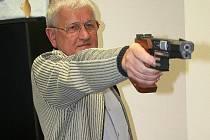 Sportovní střelec Jan Procházka sbírá jeden úspěch za druhým.