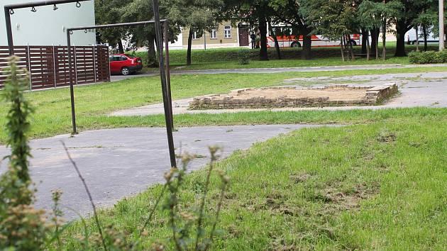 Nemoderní vzhled části sídliště Tyršova ve Vyškově radnice podle místních slibuje změnit už pět let.
