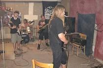 Defeated se snaží prorazit s pravým black metalem. Zkušebna