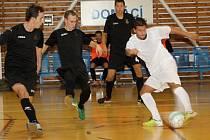 Futsalisté Amoru Vyškov (v bílém) přehráli Ostravu.