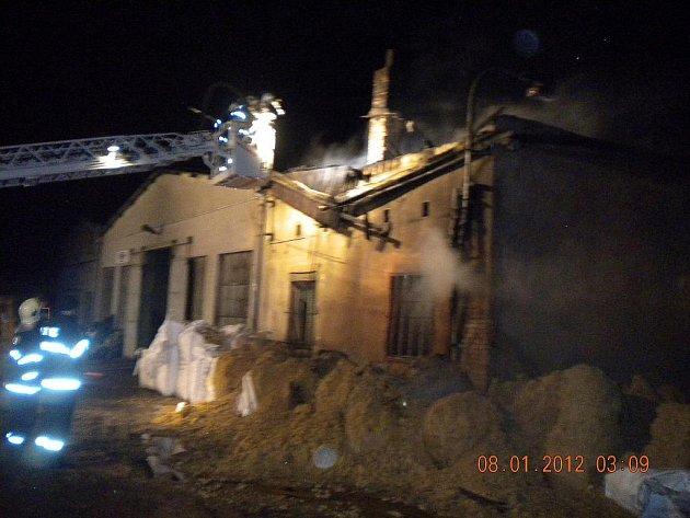 Požár výrobny pelet Arema ve Slavkově u Brna.