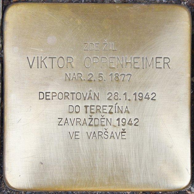 Kámen zmizelých Viktora Oppenheimera.