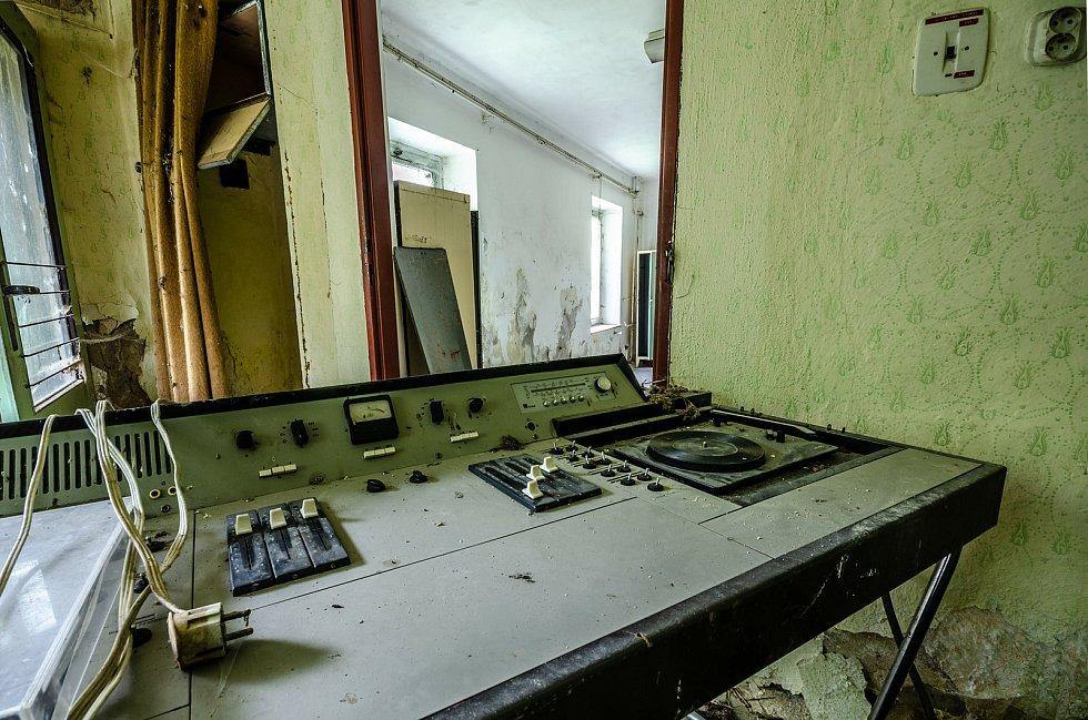 Opuštěná textilní továrna fungovala ještě do devadesátých let.