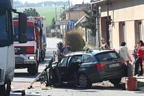 Na silnici I/50 v Brnakovicích se srazilo osobní auto s kamionem