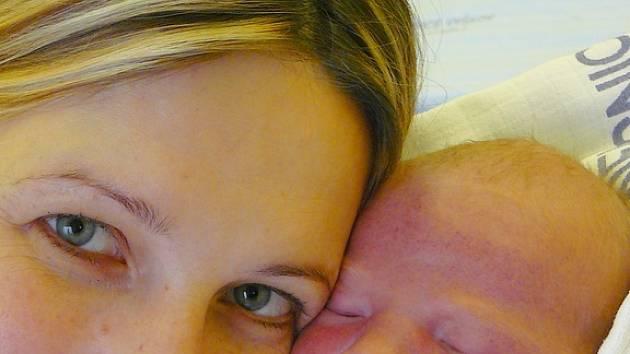 Sebastian Hošek s maminkou Irenou, 53 cm, 4,20 kg, 12. listopadu 2008, Vyškov