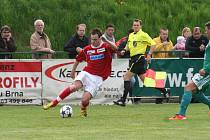 Fotbalisté FC Dosta Bystrc-Kníničky (v zeleném) remízovali s SK Rostex Vyškov 0:0.
