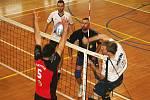 Volejbalový šlágr druhé ligy mužů Sokol Bučovice Sokol Palkovice skončil zápasovou remízou po výsledcích 3:2 a 2:3.