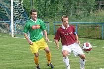 Bývalá opora týmu Ivo Sigmund (vpravo) se vrátila z rakouského angažmá s cílem pozvednout tým. Do přeboru ale v dresu Dědic stejně jako ostatní nezasáhne.