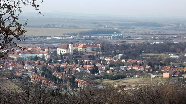 Slavkov u Brna - ilustrační foto (pohled z kopce od kaple svatého Urbana).