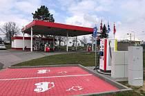Novou rychlonabíjecí stanici pro elektromobily spustili ve Vyškově.