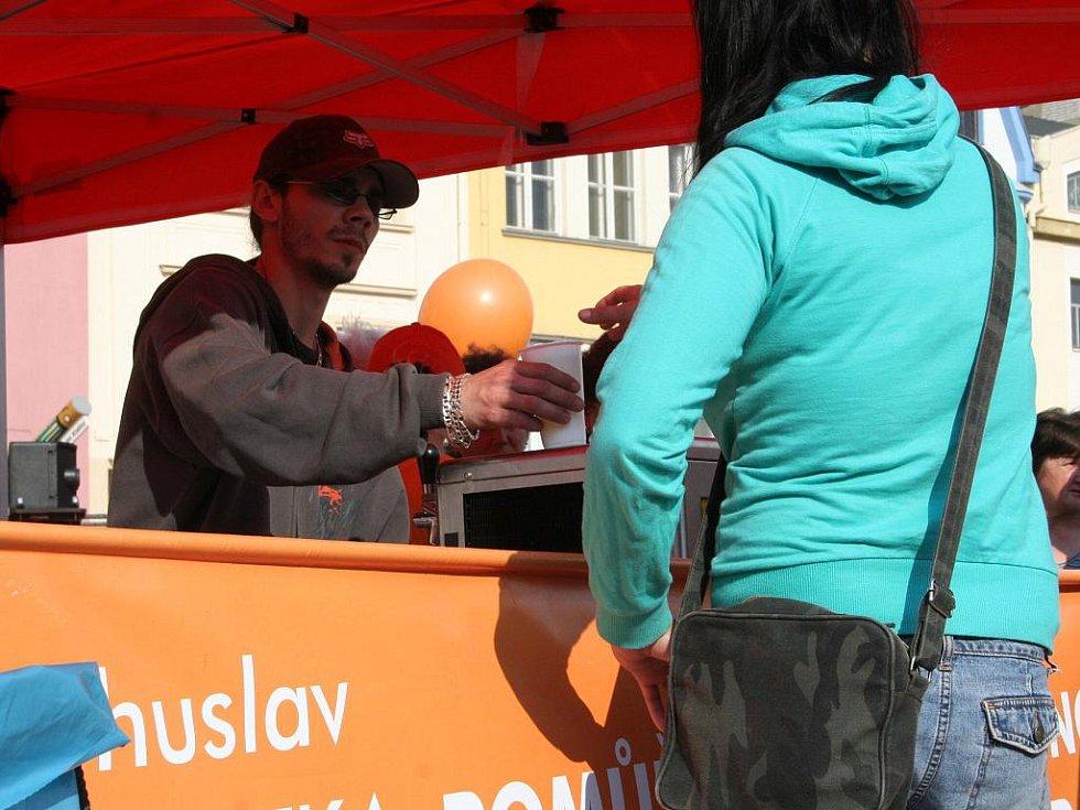 Poprvé od středečního napadení se Bohuslav Sobotka představil svým voličům. Stalo se tak na mítinku ve Vyškově.