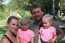 Ve Vyškově se konal sraz dvojčat, který se podařilo dát dohromady přes sociální sítě.