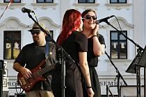 Kapely s názvem  Fernet Blues a Kusá radost zpříjemnily lidem podvečer na vyškovském náměstí.