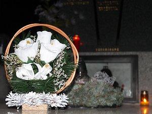 O hroby lidé pečují svědomitě. Hřbitovy jsou pěkně upravené, shodují se správci