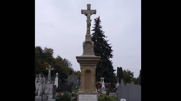 Kříž na lulečském hřbitově se nedávno dočkal opravy.