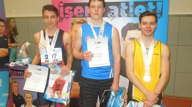 Na atletickém mistrovství České republiky dorostu a juniorů ve Vítkovicích vybojoval dorostenec AK AHA Vyškov Sebastian Hajzler stříbrnou medaili ve skoku o tyči.