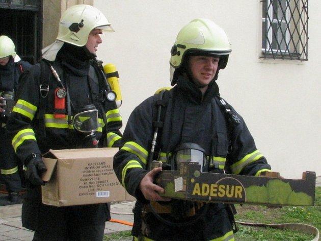 V úterý odpoledne se sjely tři jednotky hasičů k Muzeu Vyškovska. Plameny však nehasily, konalo se taktické cvičení.