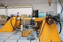 Ve Vyškově bylo uvedeno do provozu unikátní zařízení simulující zemětřesení, které zkouší odolnost.