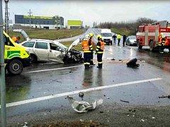 Při kolizi u Holubic se zranili dva lidé. Podle zdravotníků lehce.