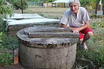 Nejsou napojení na obecní vodovod, a tak Antlovy víc než většinu obyvatel Ruprechtova trápí sucho. Vody ve studni mají minimum, v podstatě už se na ni vůbec nemůžou spoléhat a v některých ohledech tak jsou závislí na pomoci příbuzných.