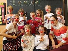 První třída základní školy v Nemojanech s paní učitelkou Eliškou Klvačovou a asistentkou Markétou Šoupalovou.