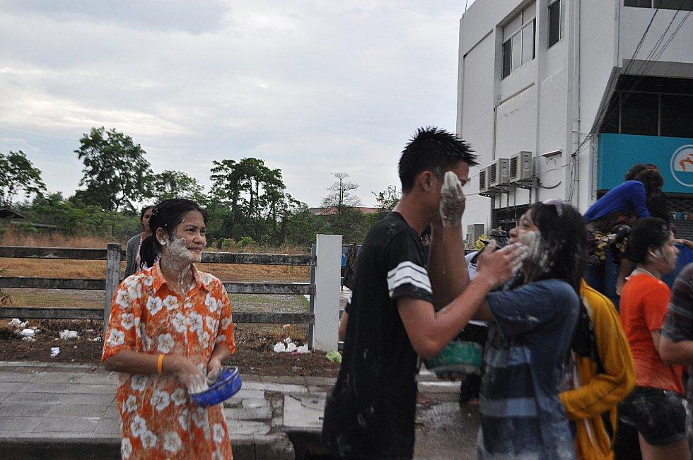 Thajci slaví Nový rok v polovině dubna. Fotky pocházejí z roku 2013.