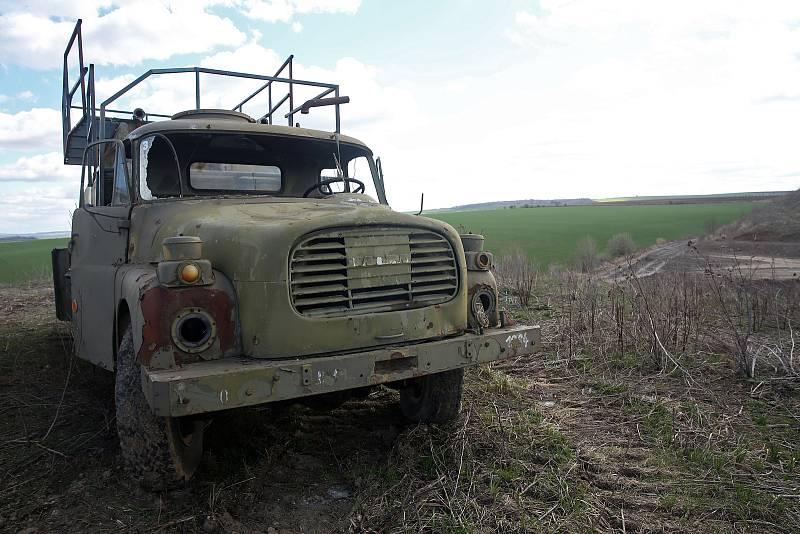 Extrémní případ nelegální skládky je v nedalekých Vážanech nad Litavou. Obec tam ale teprve na jaře dokoupila poslední pozemky od soukromého vlastníka.