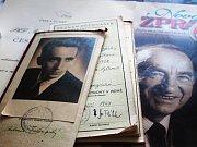 Návštěvníky výstavy čeká kolem stovky fotografií často komentovaných citáty ze skladatelových soukromých pamětí.