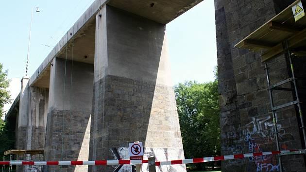 Kvůli opravě viaduktu v části Vyškovska nejezdí vlaky.