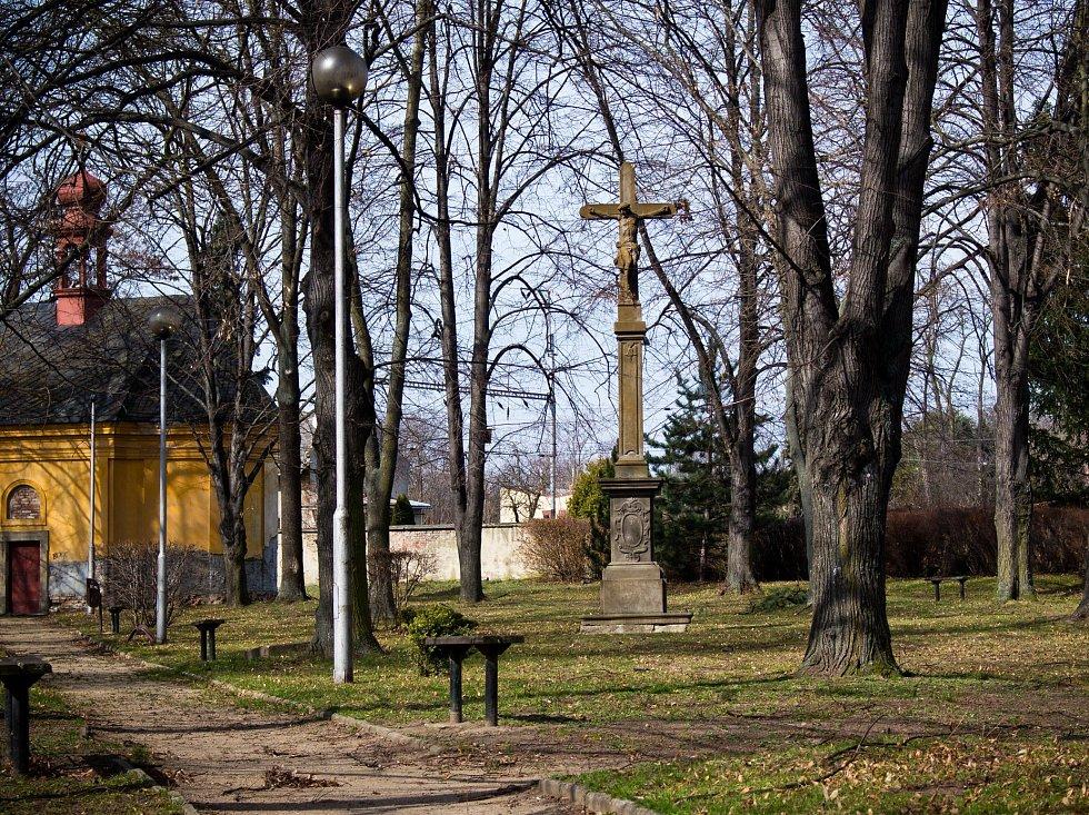 Jeden z nestarších dochovaných pamětních křížů se nachází na starém hřbitově v Ivanovicích na Hané.