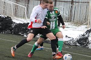 V prvním přípravném utkání na jarní část krajského přeboru podlehli fotbalisté Tatranu Rousínov (zelené dresy) Slatině 1:2. Hrálo se na umělém trávníku Sparty Brno v Komárově.