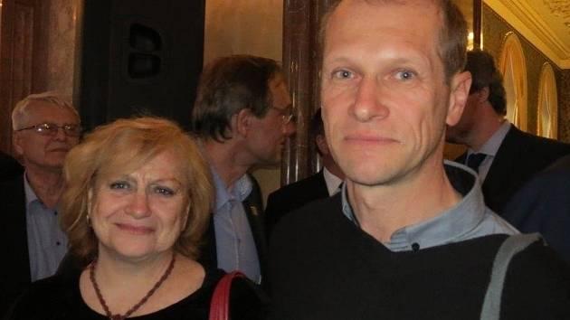 Účastník čtyř mistrovství světa a dvou mistrovství Evropy Luděk Höfer (vpravo) s Věrou Čáslavskou.
